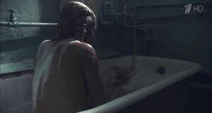 Алёна Бабенко голышом сидит в ванне