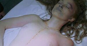 Кира Найтли лежит голышом в морге