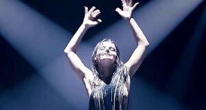 Елизавета Боярская танцует стриптиз