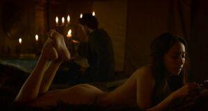 Интимная сцена на кровати с Уной Чаплин