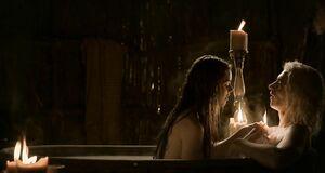 Трах с Роксанной МакКи в ванне