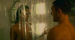 Моника Беллуччи моется под душем