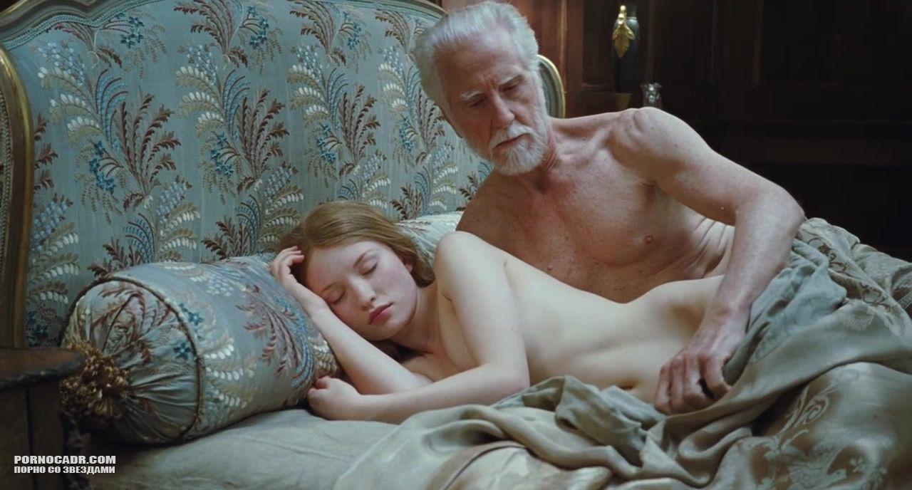 Порно сцены из фильма спящая красавица с эмили браунинг
