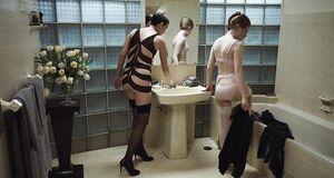Секси Эмили Браунинг в нижнем белье