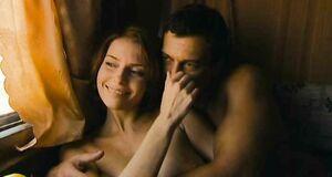 Любовь Толкалина с голыми сиськами в купе поезда