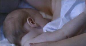 Глафира Тарханова кормитсиськой ребёнка