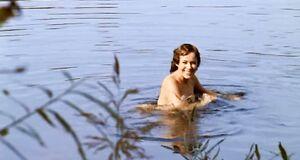 Екатерина Редникова и Марина Александрова купаются голыми