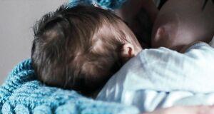 Ева Грин кормитсиськой ребёнка