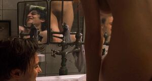 Ева Грин моется в ванне с двумя парнями