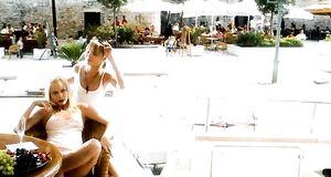 Ольга и Татьяна Арнтгольци с голыми сиськами