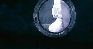 Засвет сиськи Чулпан Хаматовой в иллюминаторе