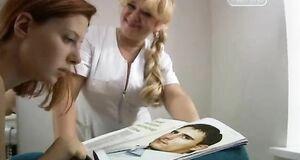 Эмилия Спивак засветила сиськи у массажистки
