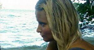 Дана Борисова позирует голой в телепередаче «Последний герой»