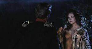 Елена Ксенофонтова с голыми сиськами