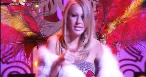 Ксения Собчак засветила сиськи во время выступления в новогодней программе «Призрак мыльной оперы»