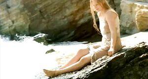 Светлана Ходченкова плавает голышом