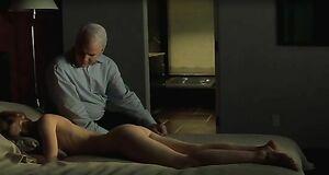 Голая Клэр Дэйнс в постели