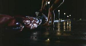 Голая Эшли Джадд под дождём
