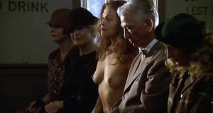 Эшли Джадд с голыми сиськами в церкви