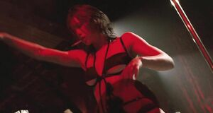 Джессика Бил танцует стриптиз