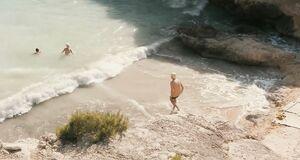 Мена Сувари и Катерина Мурино купаются голышом