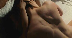Кристина Риччи ебется с мужиком на кровати