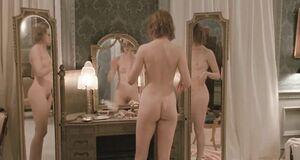 Голая Николь Кидман перед зеркалом