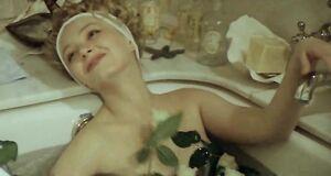 Ольга Толстецкая засветила голые сиськи в ванной