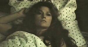 Елена Романова трахается с мужиком на кровати