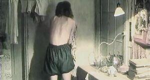 Анжелика Неволина засветила голую сиську