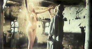 Полностью голая Ольга Сумская моется под душем