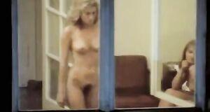 Голая Екатерина Голубева в окне