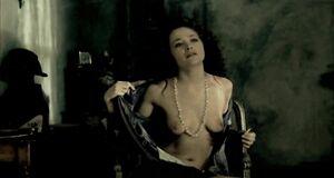 Екатерина Волкова разделась перед молодым парнем