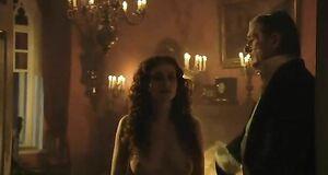 Анна Ковальчук с голыми сиськами