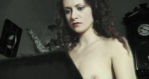 Анна Ковальчук  голышом на метле