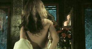 Татьяна Лютаева засветила сиську в зеркале