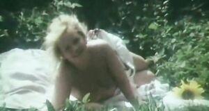 Наталья Егорова загорает голышом