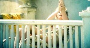 Маргарита Терехова загорает без купальника