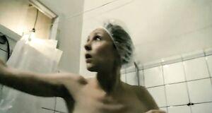 Голая грудь Елены Яковлевой