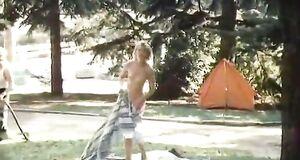 Голая Елена Попова в парке