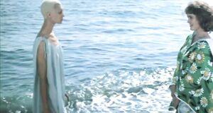 Голая Елена Метелкина на море