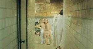 Раздетая Елена Кондулайнен зажимается с мужиком в бане