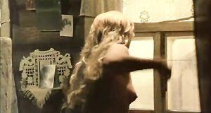 Елена Драпеко засветила голую сиську