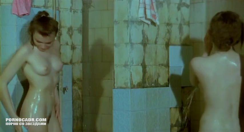 Грустная Постельная Сцена С Николь Лалиберт И Даниэль Панабэйкер – Девочки Против Мальчиков (2012)