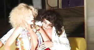 Александра Флоринская с голыми сиськами играет в спектакле