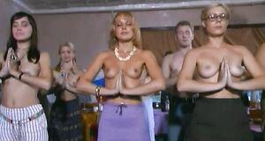 Альбина Джанабаева и Алиса Гребенщикова с голыми сиськами