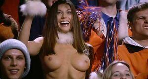 Болельщица Серина Винсент радует голыми сиськами