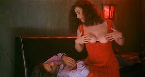 Анна Гальена играет показала голые сиськи