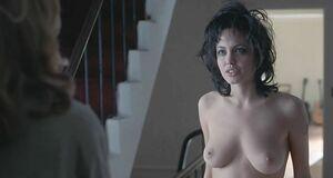 Голая и взъерошенная Анджелина Джоли