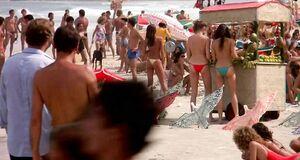 Мишель Джонсон и Деми Мур с голыми сиськами на пляже